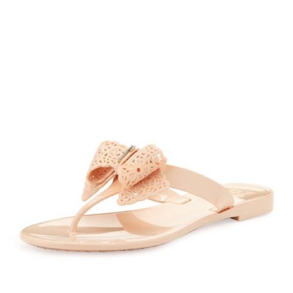 208e9dc10c6 Ferragamo Pandy Lace Bow Jelly Sandals 8. M 5b7c66ee04ef5079e256ea76
